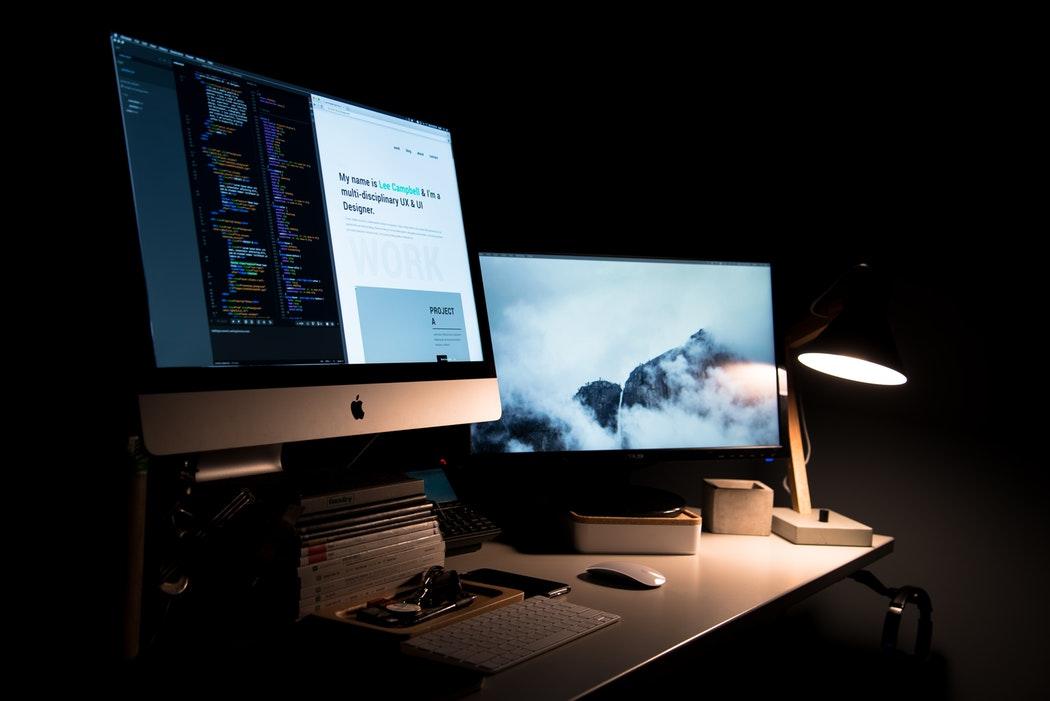 مطلوب موظف أو موظفة متخصصين في graphic design and video editing