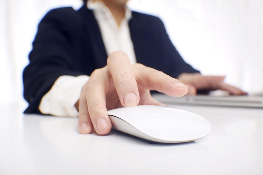 مطلوب موظف يجيد العمل على الحاسوب